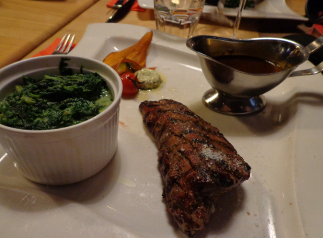 My 250g Filet (20,50euro) with creamed spinach (3,50euro) and a whisky cream sauce (2,00euro)