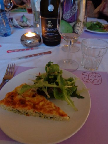 courgette quiche table