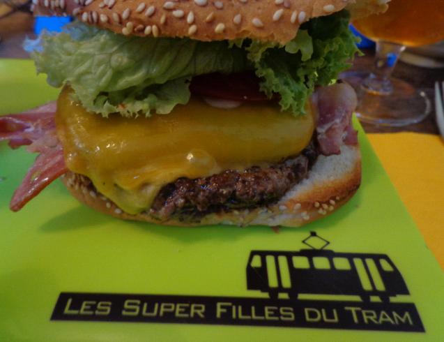 les super filles du tram burger 2