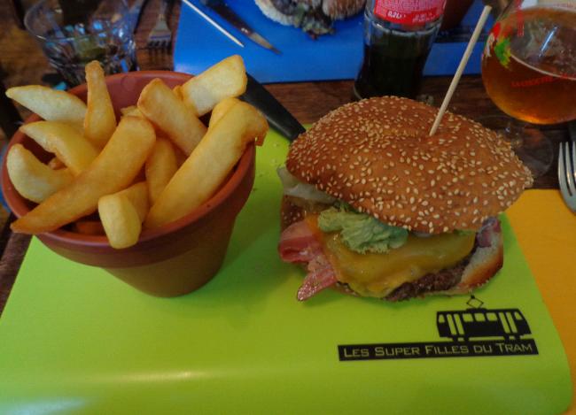 les super filles du tram burger 3