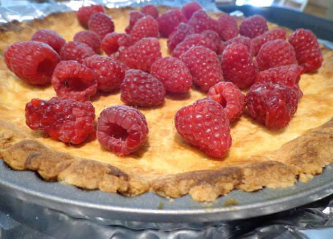 raspberry and lemon curd meringue tart berry on base