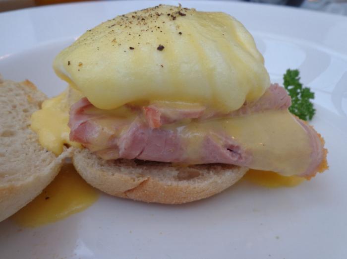 Eggs Benedict Traditional (Ham for HIM & Mr Draper)