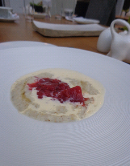 Porridge on day with rhubarb compote