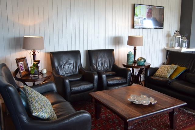 devon lounge 1