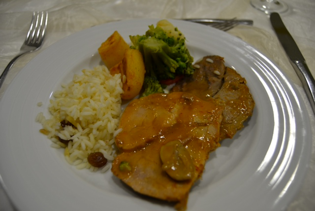 3rd course: MEAT: Pork with mushroom sauce, rice with sultana's & vegetables
